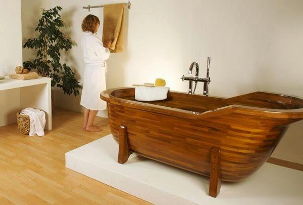Thiết kế phòng tắm với bồn tắm gỗ