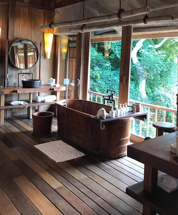 Bồn tắm gỗ dáng nằm
