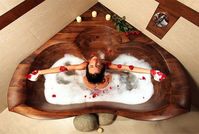 Bồn tắm góc bằng gỗ