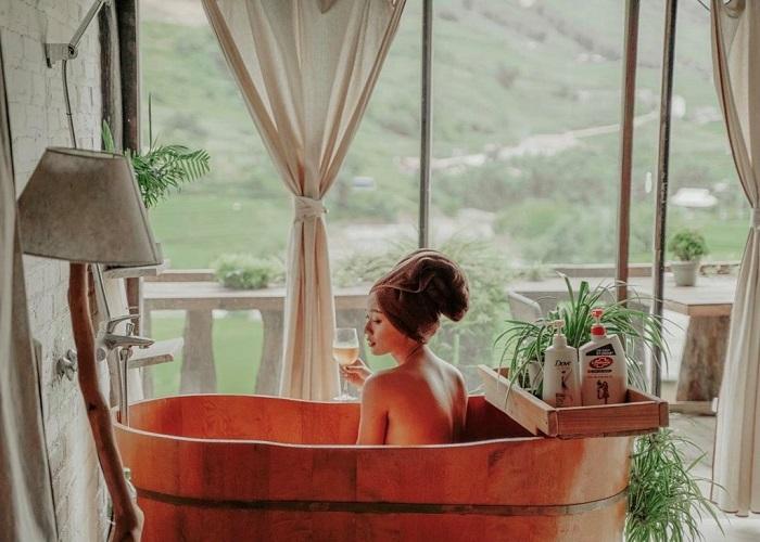Ngâm bồn tắm gỗ thư giãn tại nhà