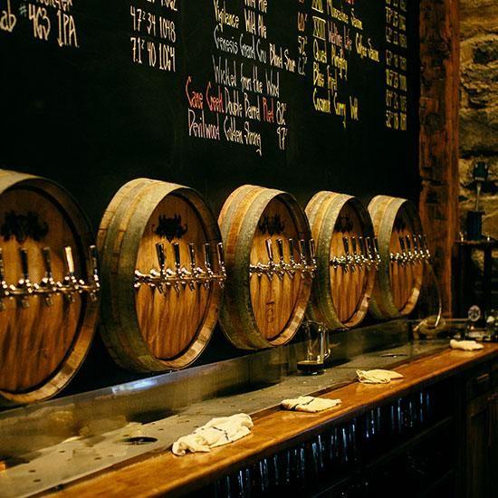 Mang thùng rượu gỗ sồi ứng dụng vào thiết kế nội thất.