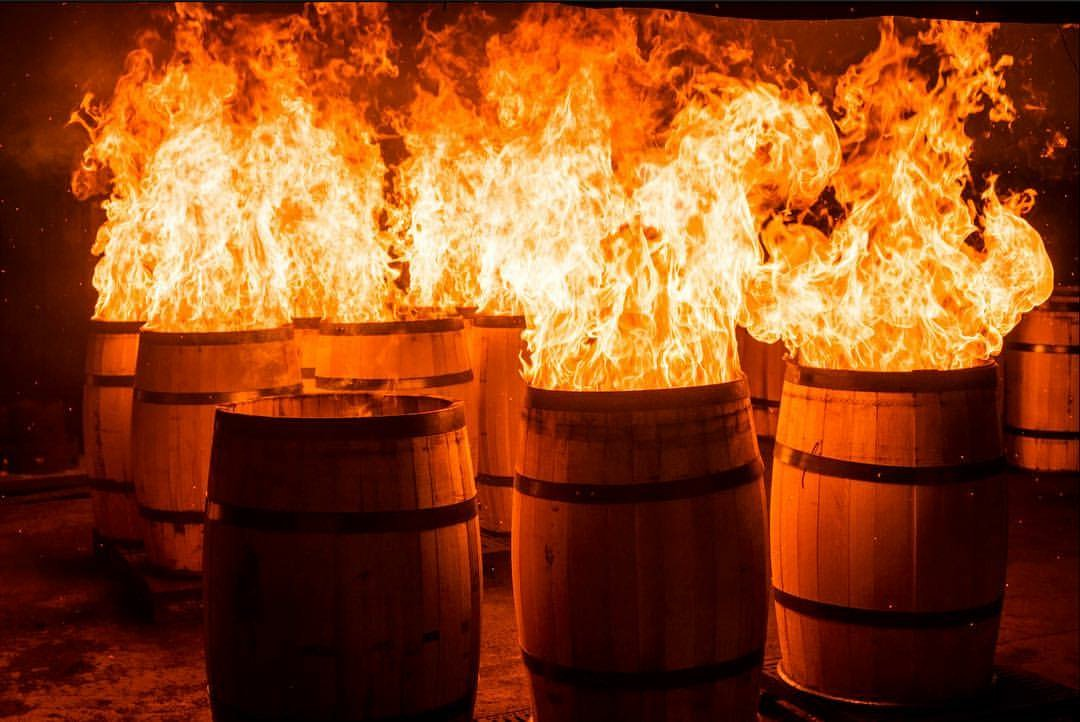 công đoạn nướng thùng rượu gỗ sồi