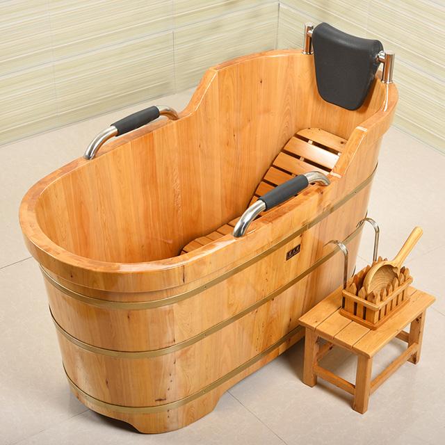 Bồn tắm gỗ Pơmu cao cấp tay năm da