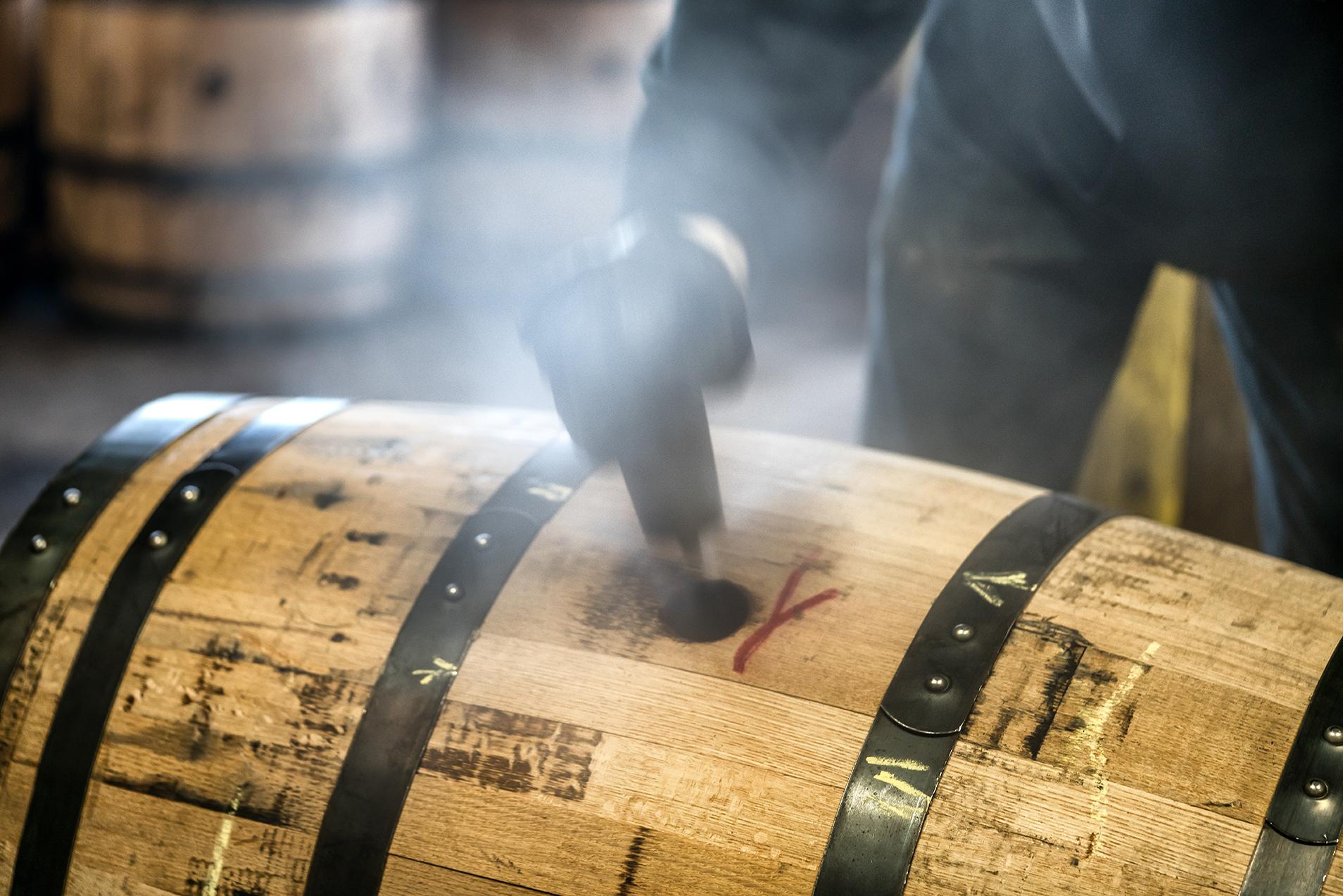 làm thùng rượu gỗ sồi