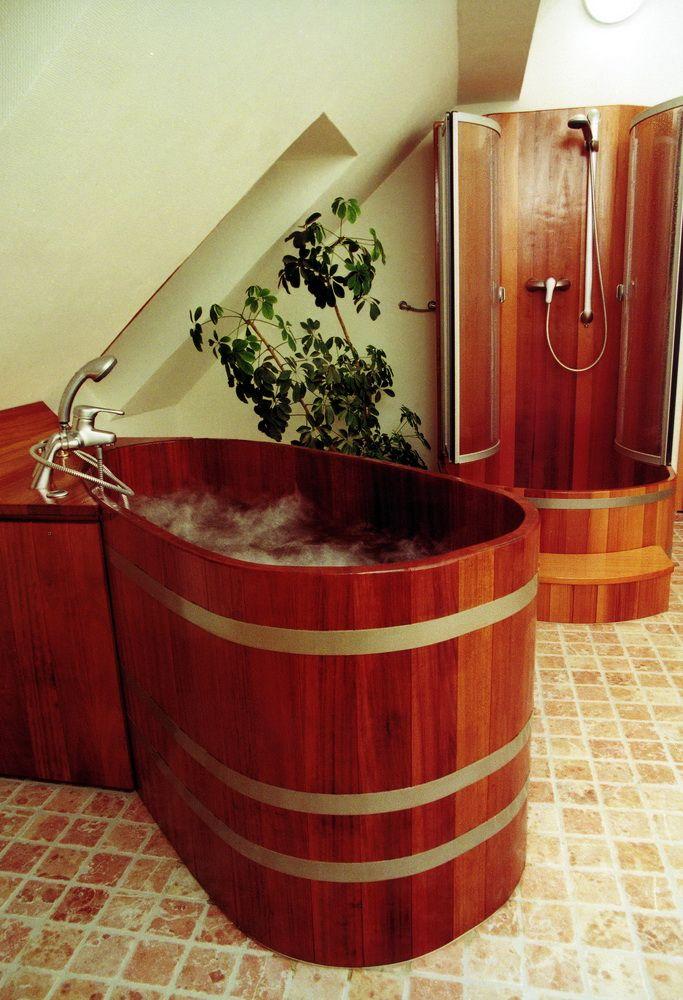 Bồn tắm gỗ sục massage