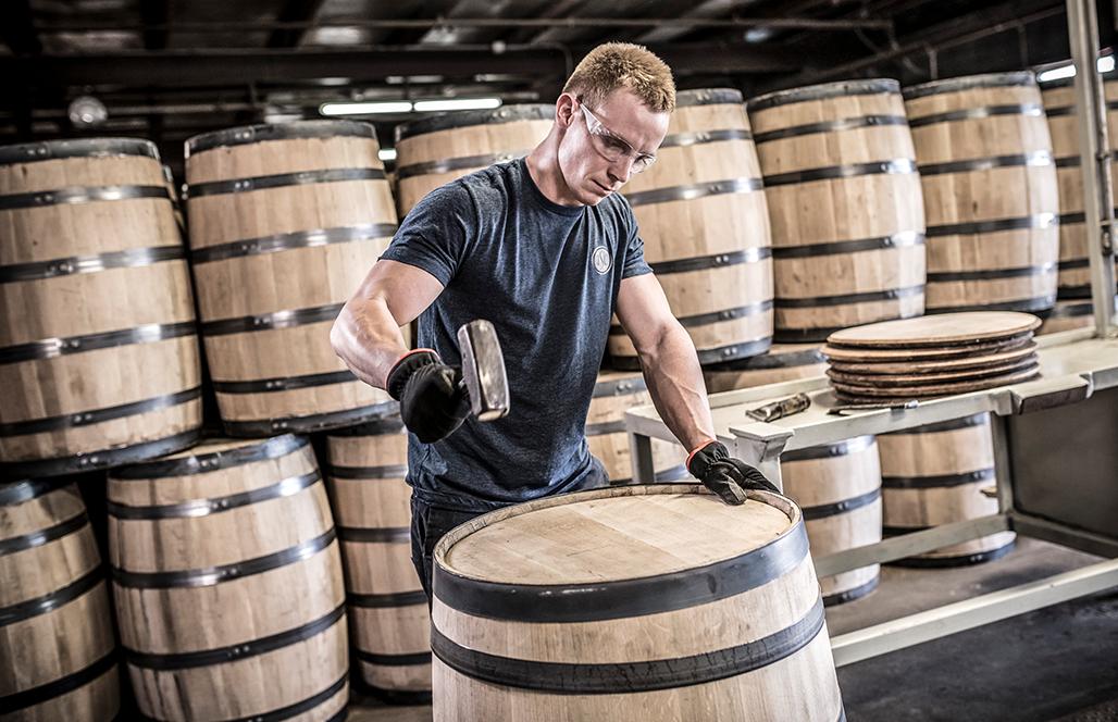 đóng thùng rượu gỗ sồi