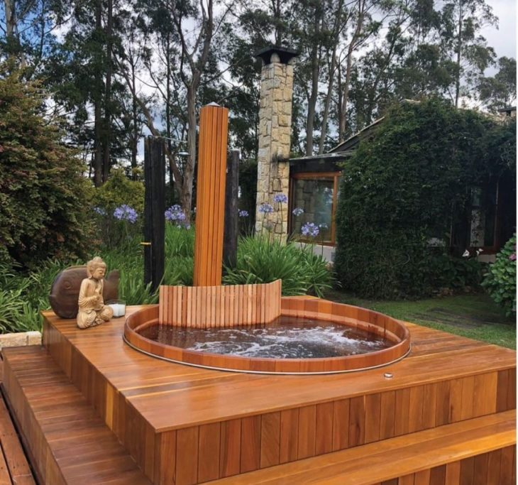 Bồn tắm gỗ có sục