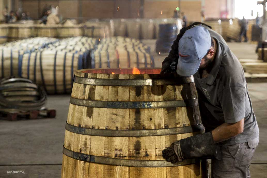 cách làm thùng gỗ sồi đựng rượu
