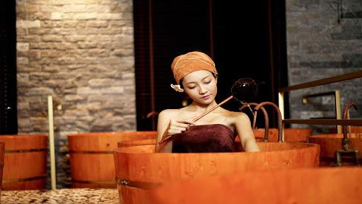 Bồn tắm gỗ thuốc Pơmu