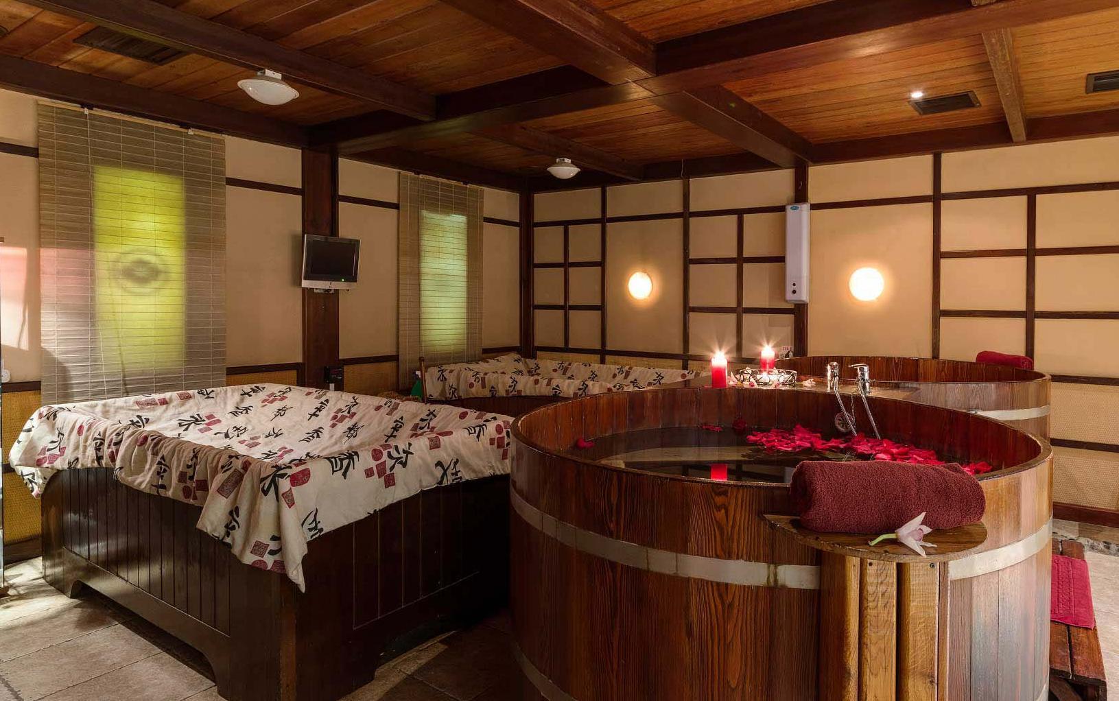 Bồn tắm gỗ kiểu Nhật cho Spa