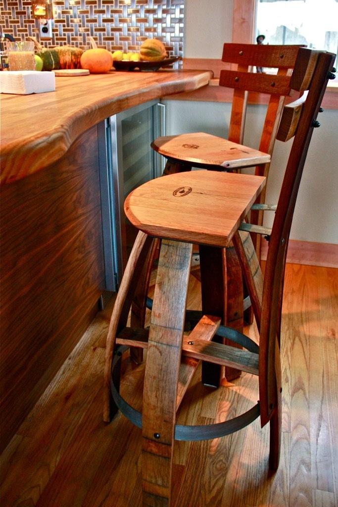 Ghế quầy bar làm từ thùng rượu gỗ sồi