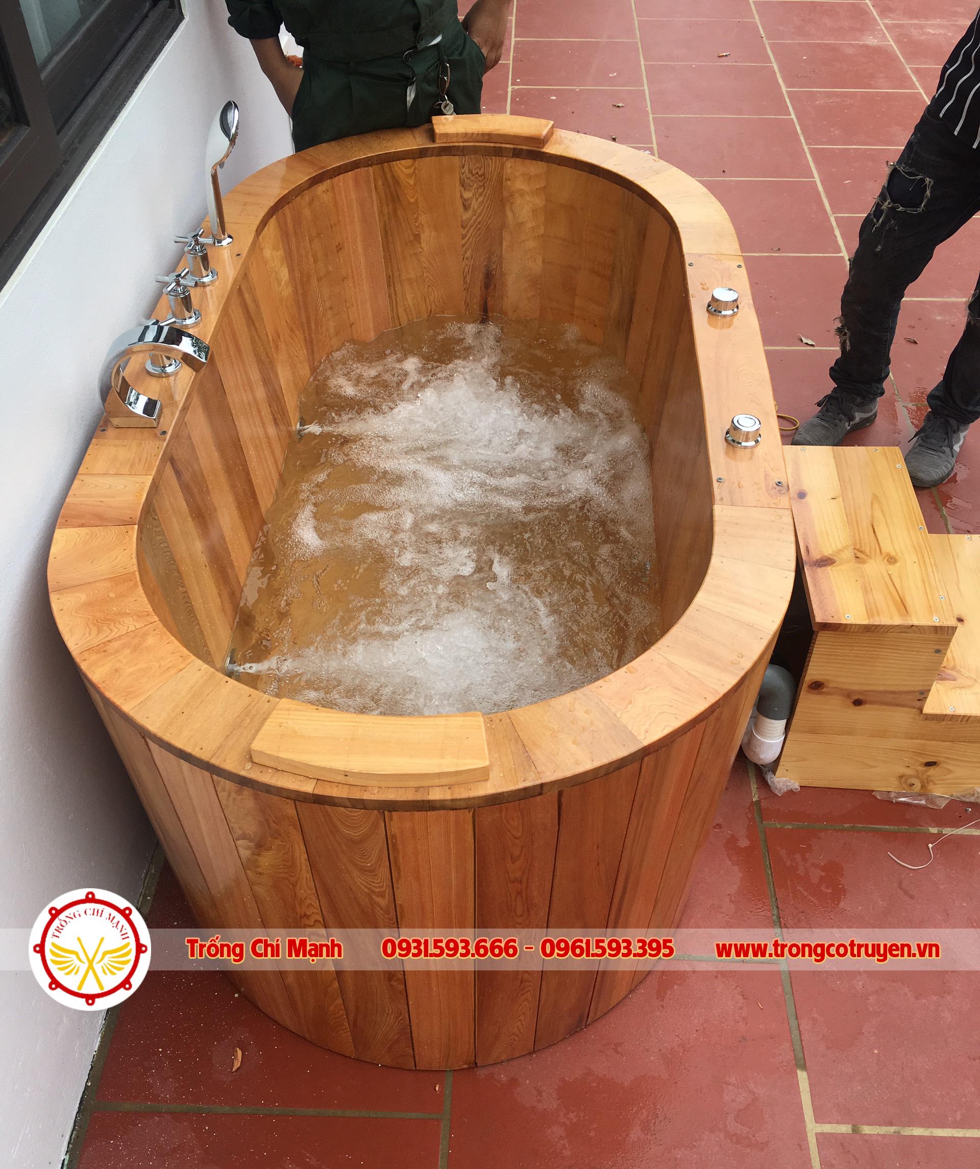 Bồn tắm gỗ sục massage giúp thư giãn, lấy lại tinh thần và nâng cao sức khỏe