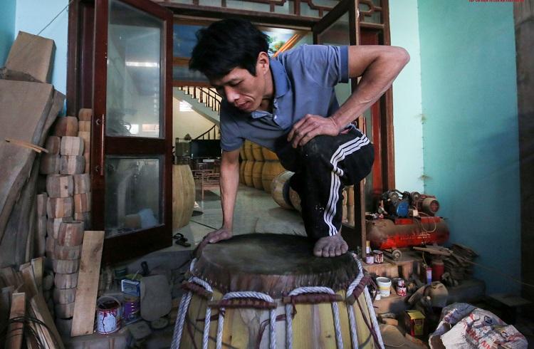 """Cận cảnh quá trình """"hô biến"""" mảnh da trâu khô thành """"hàng khủng"""" giúp dân làng Đọi Tam đổi đời"""