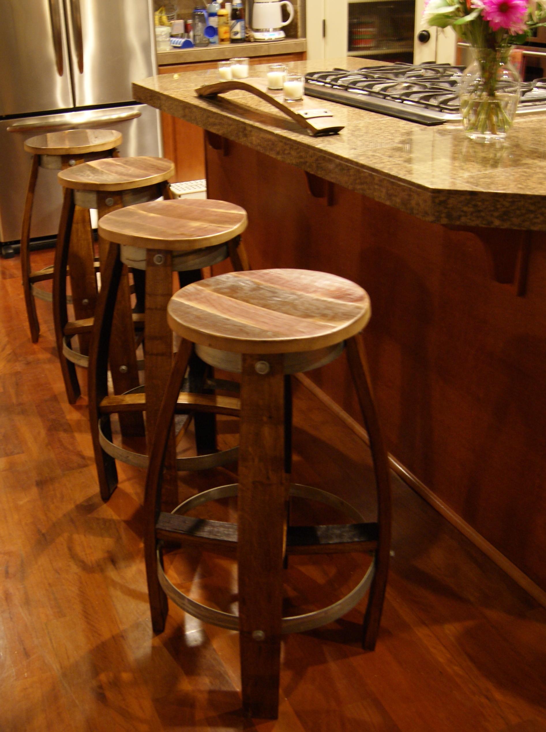 Ghế tái chế từ thùng gỗ sồi