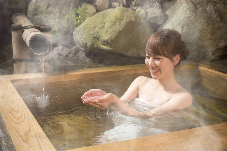 Thư giãn với bồn tắm gỗ lấy lại tinh thần và nâng cao sức khỏe mùa dịch