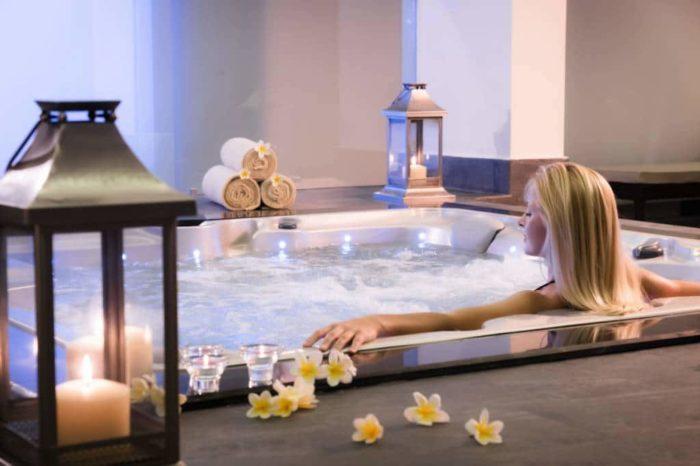 Bồn tắm massage kết hợp ánh sáng và âm nhạc